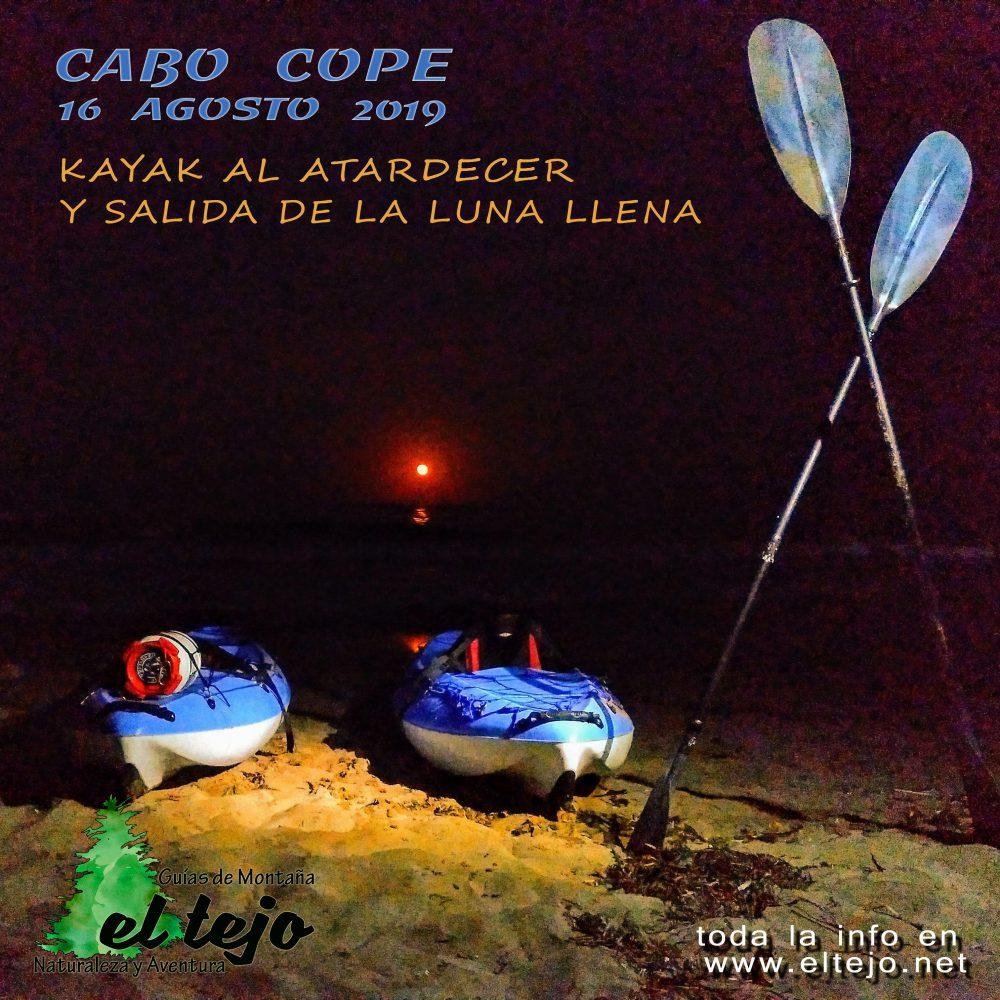 Kayak al atardecer y luna llena